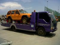 Pengiriman Mobil Menggunakan Towing Atau Derek Gendong Dari Jakarta Sampai Sidoarjo.