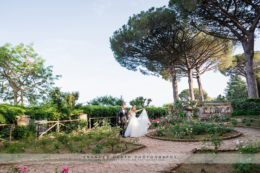 bride and groom walking in Villa Cimbrone gardens