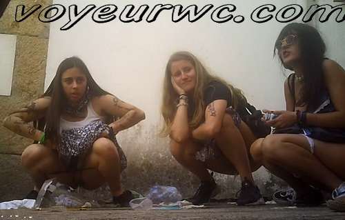 Girls Gotta Go 236 (Spanish drunk girls pee in a public place)