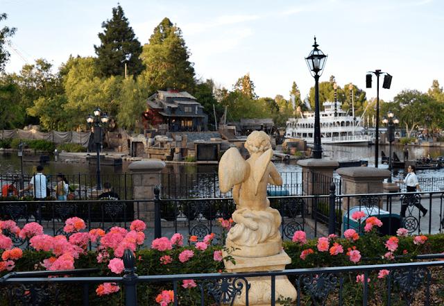 Fantasmic_Disneyland_California