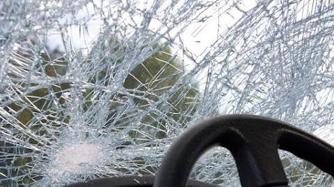 Egy kisteherautóval ütközött össze egy személyautó Szolnokon