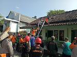Sinergitas TNI - Polri Bersama Apem Dan Relawan Rehap Koramil 04/Windusari