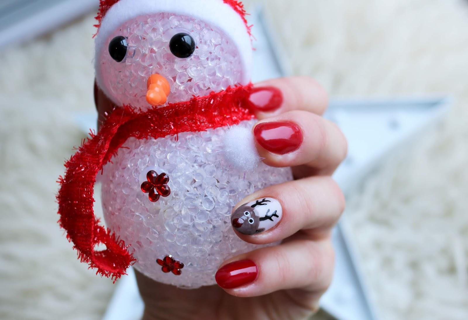 świąteczne paznokcie z reniferem