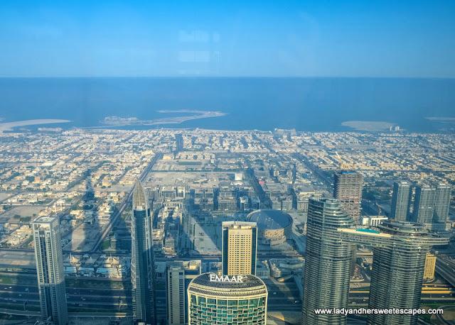 lounge view in Atmosphere Burj Khalifa