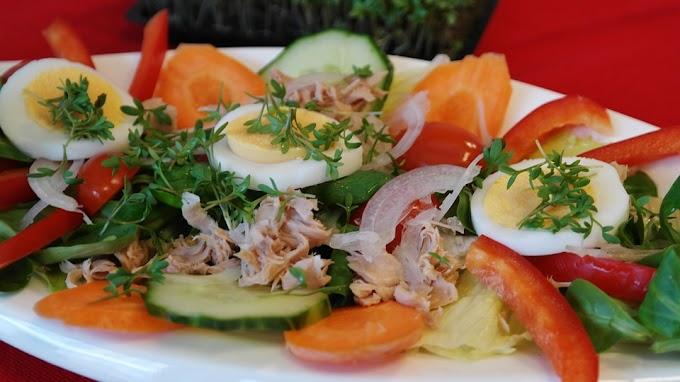 Ensalada de huevo duro y atún