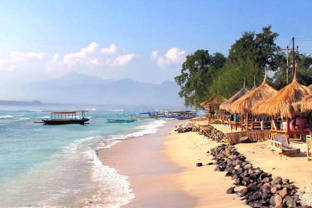 pantai di gili trawangan lombok utara