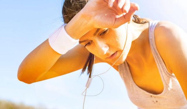 क्या गर्मियों में पसीना बहाने से मोटापा कम होता है, जानिए विज्ञान क्या कहता है