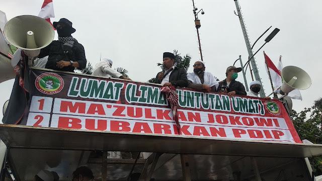 5 Tuntutan Massa Di DPR: Makzulkan Jokowi, Bubarkan PDIP, Tolak ...