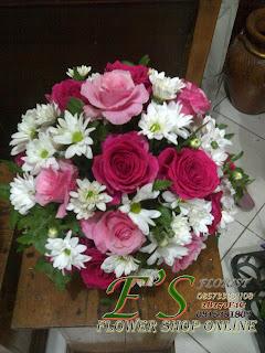 rangkaian bunga meja mawar bulat mini