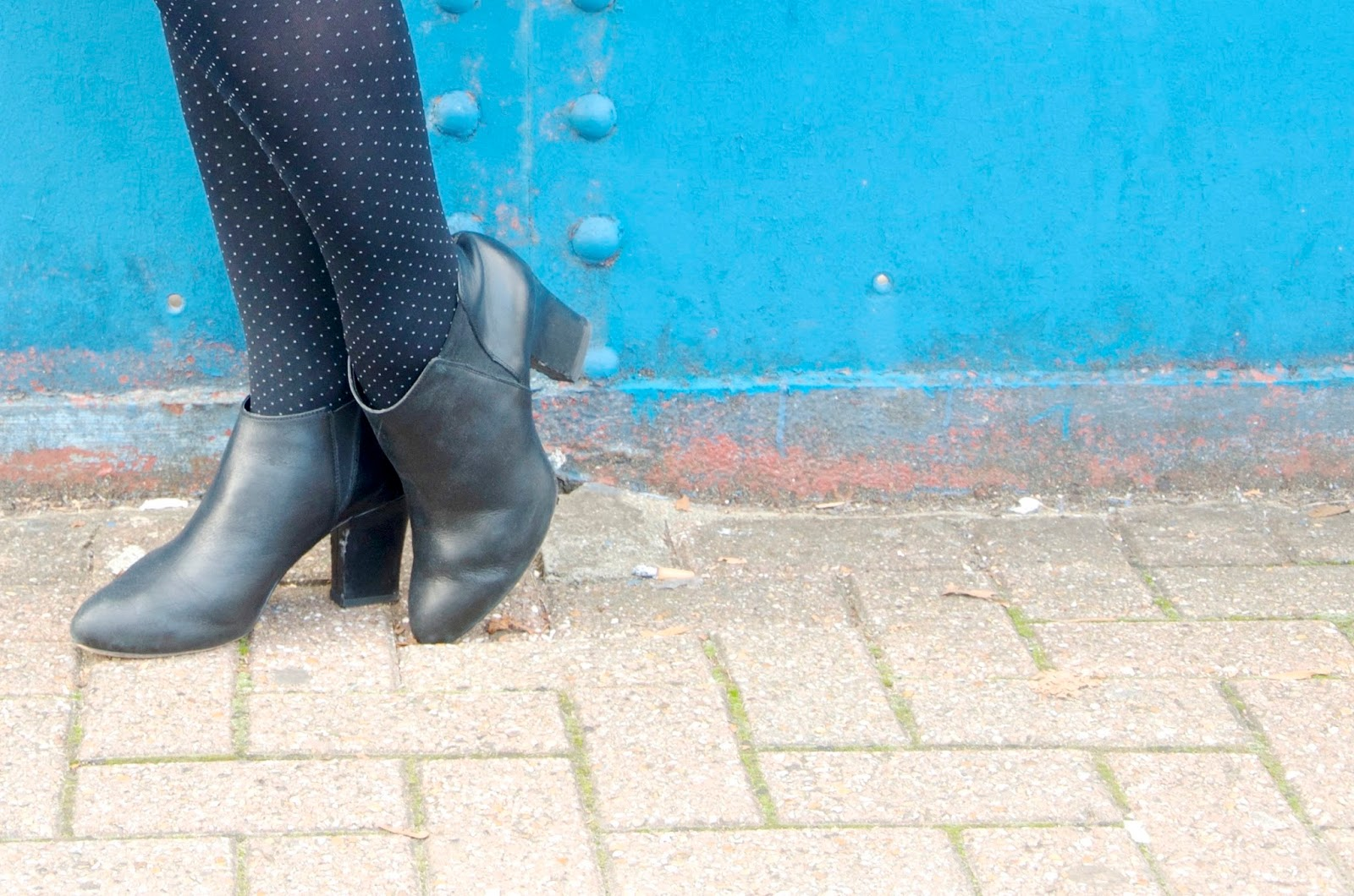 Black tights with grey dots and black ankle boots