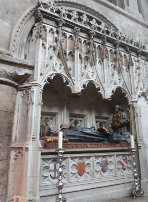 ROMÁNICO EN LONDRES. SAINT BARTHOLOMEW THE GREAT. Tumba Prior Raherus
