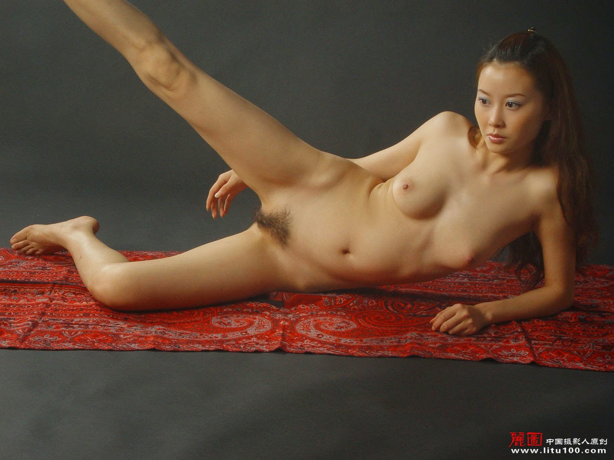 nude flexible girls walls