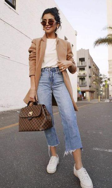 Look com calça jeans e tênis