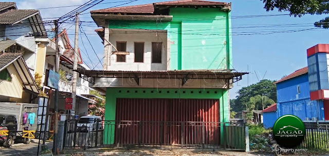 Ruko tepi jalan Kabupaten dekat RSA UGM