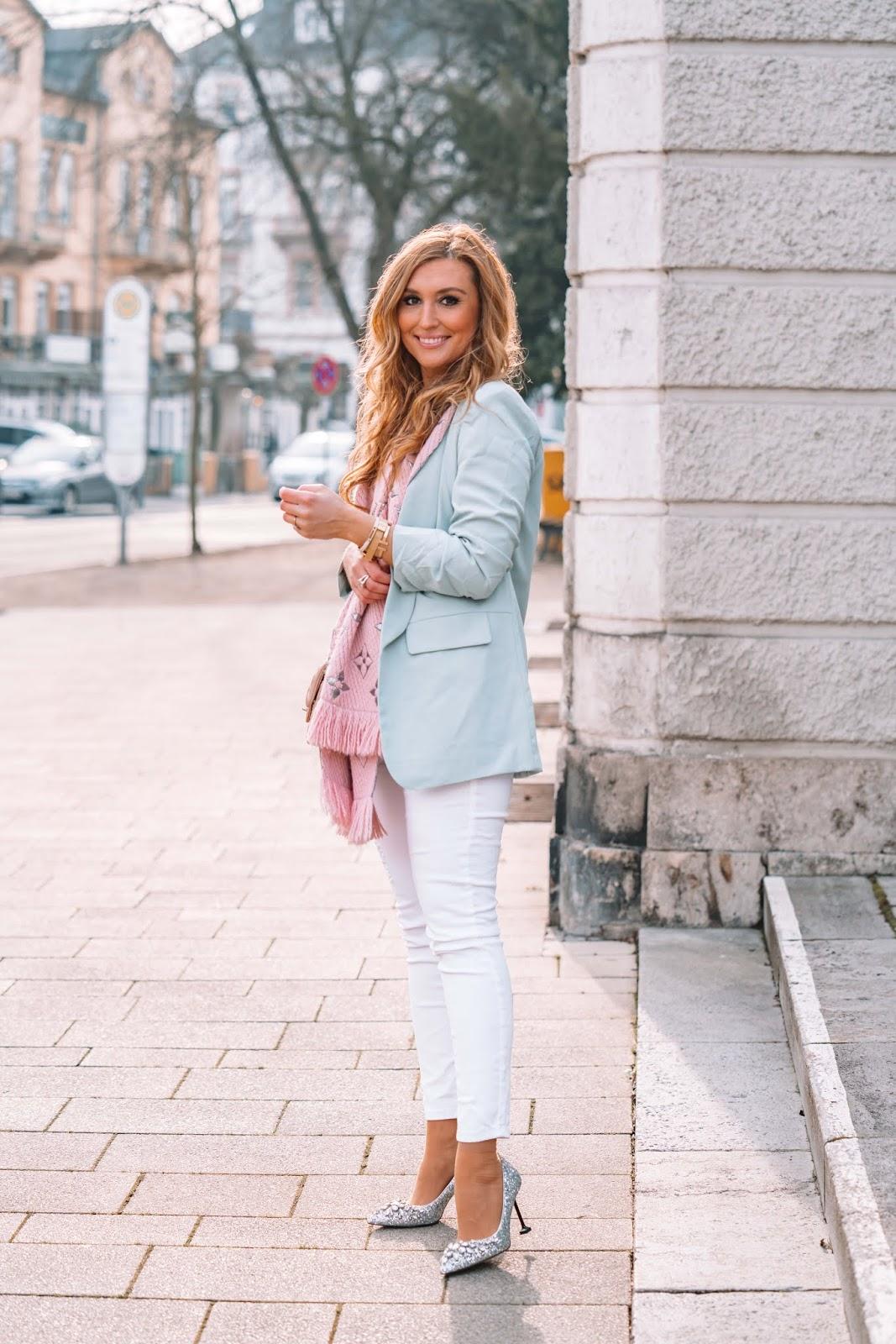 Fashionstylebyjohanna-So kombinierst du feminin einen blauen Blazer
