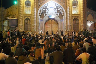 Kaum Fanatik Iran Memprotes Penutupan Tempat Suci Kaum Syiah
