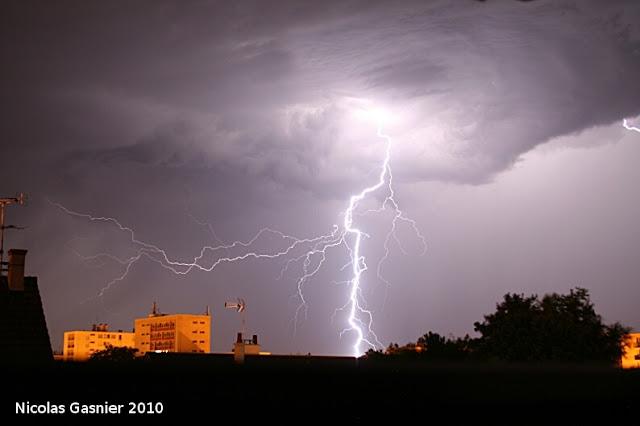 Eclairs en approche (orage de la nuit du 8 au 9 juillet 2010)