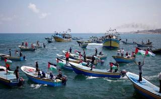 """أصيب 93 فلسطينيا في """"المسيرة البحرية"""" العاشرة في شمال غزة"""