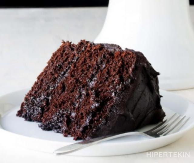 HOMEMADE MOST AMAZING CHOCOLATE CAKE