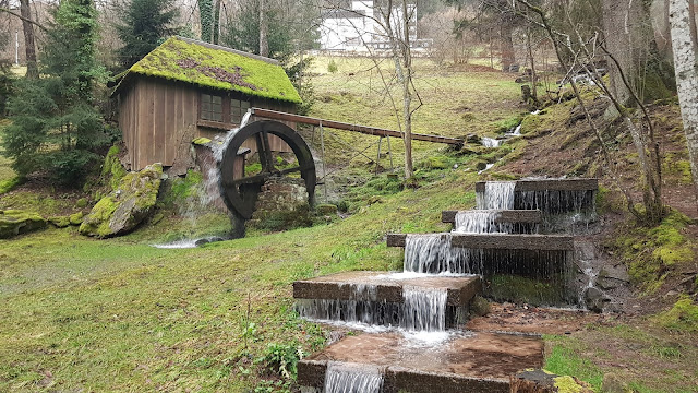 Altes Wasserrad im Kurpark Bad Wildbad