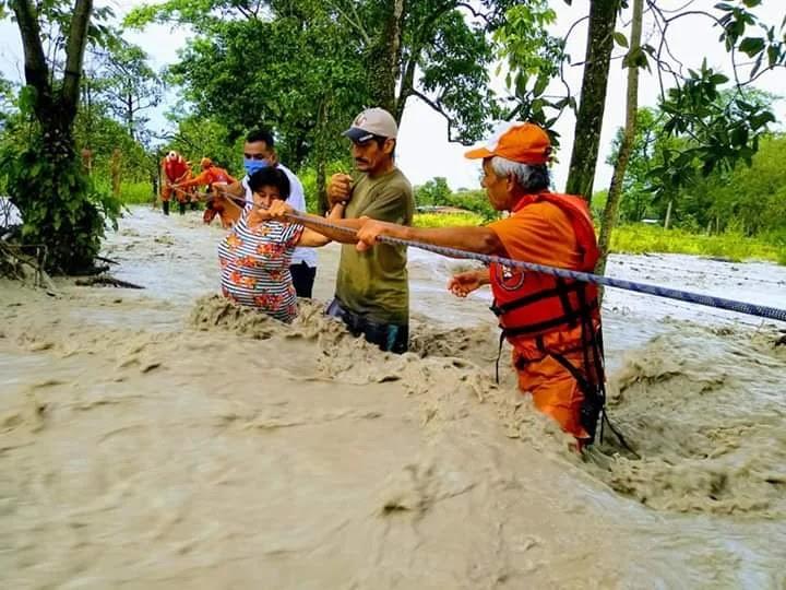 Habitantes de la vereda La Cuncia, los más afectados por el desbordamiento del río