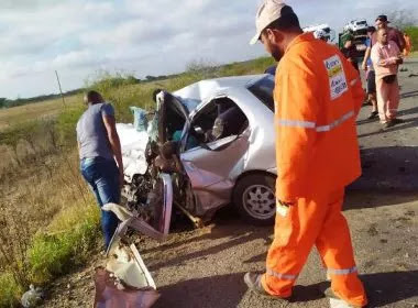 Araci: Quatro pessoas morrem em colisão de carro com carreta na BR-116/Norte