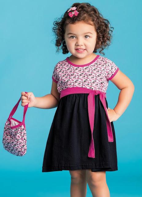 vestido infantil com faixa rosa
