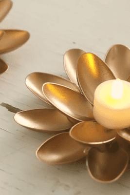 Sendok Plastik Bentuk Teratai jadi Tempat Lilin