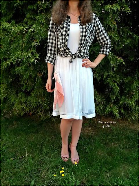 Stylizacja z białą sukienką Kate Kasin