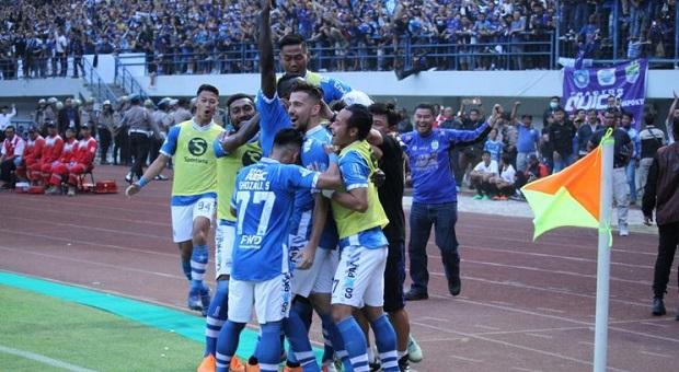 Pelatih Persib Bangga, Timnya Berhasil Kalahkan Persija 3-2