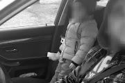 Az első ülésen állva utazott egy kisgyermek egy személygépkocsiban Kétegyházán
