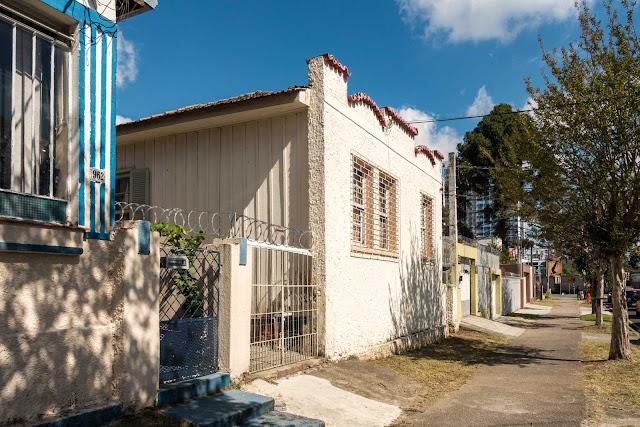 Madeira + alvenaria no Alto da Rua XV