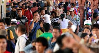 Pengertian dan Perbedaan dari  Penduduk Dan Bukan Penduduk [image by atjeh.biz],