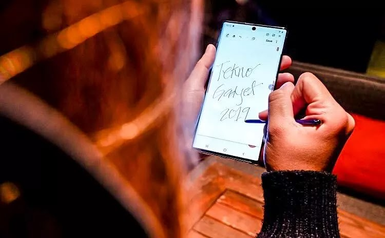 Samsung Galaxy Note 10 with S-Pen