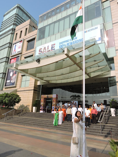 Chief Guest- Dr. Gayatri Patankar hoisting the flag at KORUM Mall, Thane