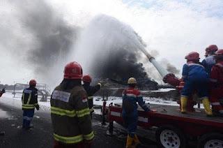 Usai 3 Hari Dilalap Si Jago Merah, Kilang minyak milik Pertamina di Balongan Akhirnya Berhasil Dipadamkan
