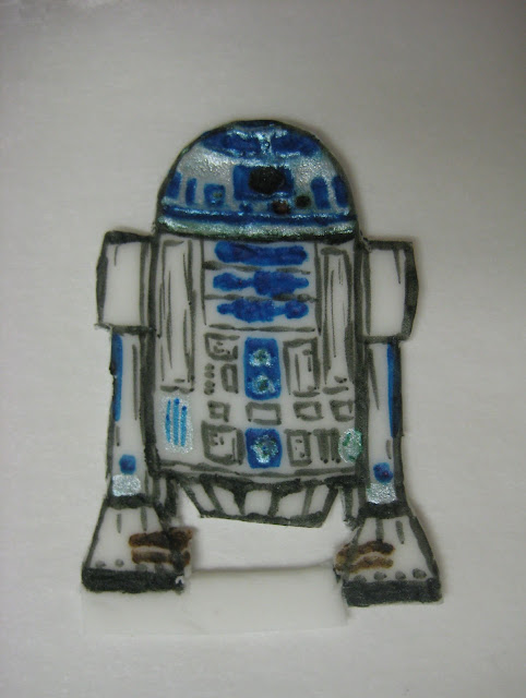 Star Wars Themed Cucpakes - Close-Up of Fondant R2-D2