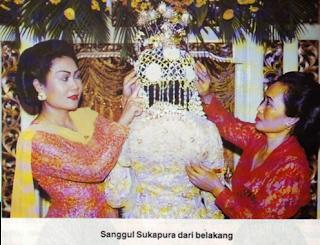 Bentuk Sanggul gaya Sukapura dari belakang