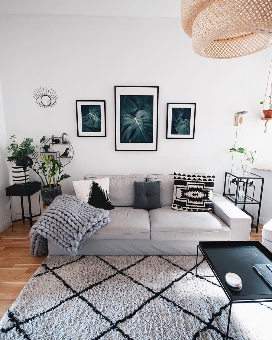 Szarości, prostota i odrobina skandynawii, wystrój wnętrz, wnętrza, urządzanie domu, dekoracje wnętrz, aranżacja wnętrz, inspiracje wnętrz,interior design , dom i wnętrze, aranżacja mieszkania, modne wnętrza, szare wnętrza, styl skandynawski, scandinavian style, urban jungle, salon, sofa, kanapa,