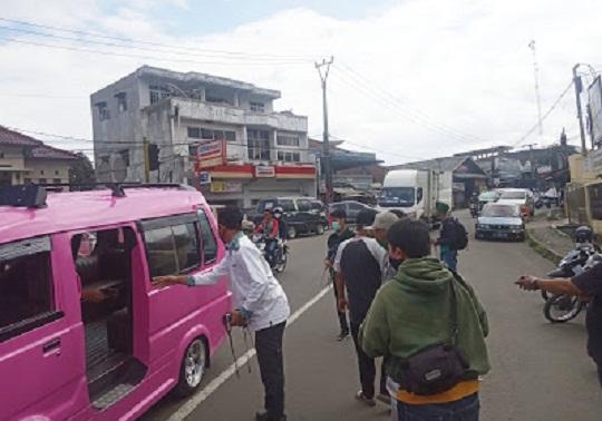 Peduli Corona, Kader HMI dan KAHMI Bagikan 10.000 Masker Di Sukabumi