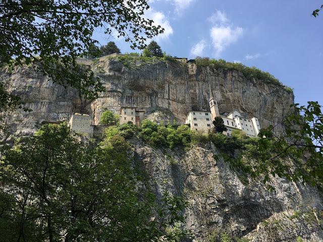 Santuario Madonna della Corona - církevní komplex