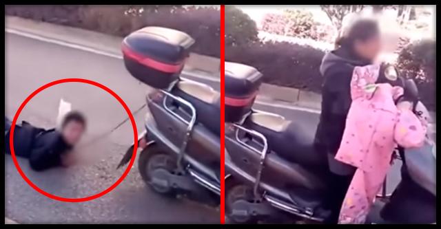 Женщина связала руки сыну и тащила его за своим скутером