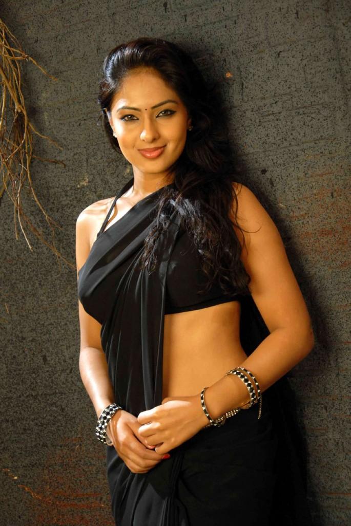 hot legs in saree