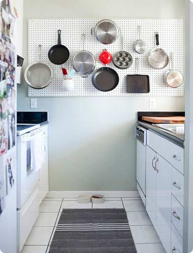 Cozinha pequena 40 id ias de como usar as paredes para Como organizar una cocina pequena fotos
