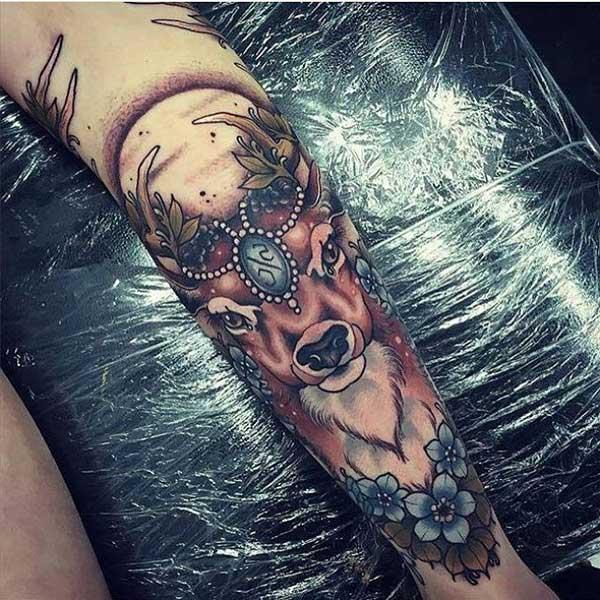 geleneksel geyik motifi dövmesi