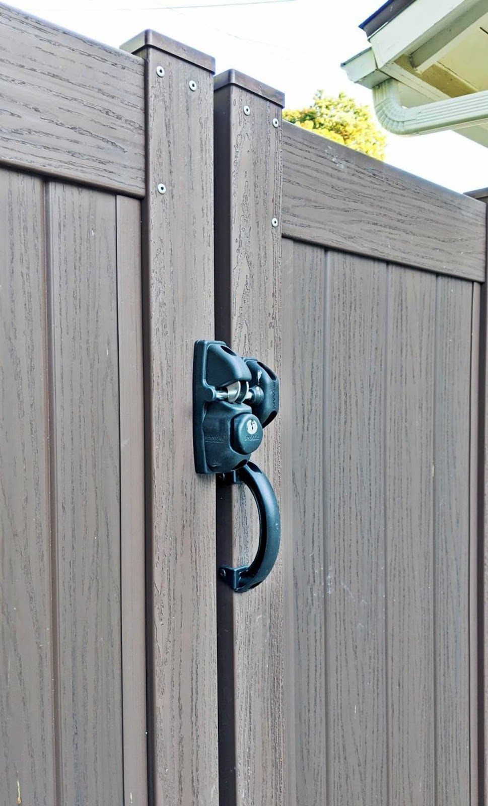 bufftech vinyl privacy fence gate security lock driveway curb appeal exterior home improvement modern craftsman ranch house architecture