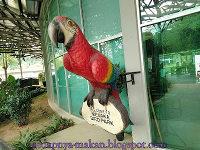 replika burung Bird Park Melaka