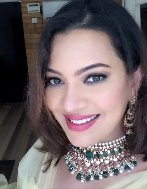 Geetha Madhuri in Emerald Choker