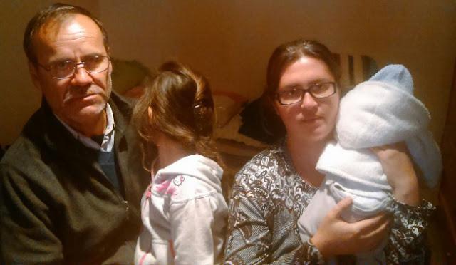 Desahucian a una familia con un recién nacido y una menor de seis años en Colmenar Viejo
