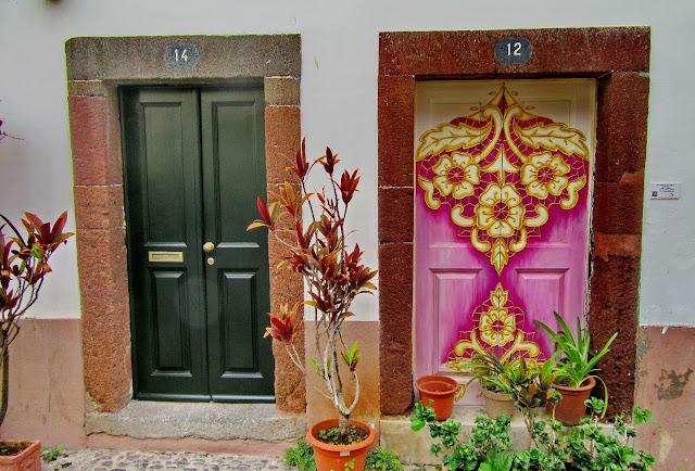 2 portas e 2 formas de as pintar